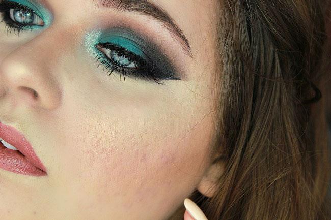 yeux makeup teal