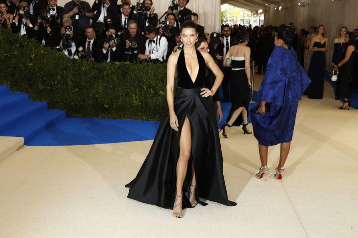 robe adriana lima met gala