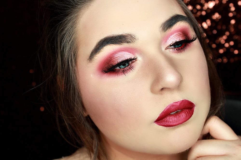 Un makeup rouge façon Mère Noël , TrendyShow