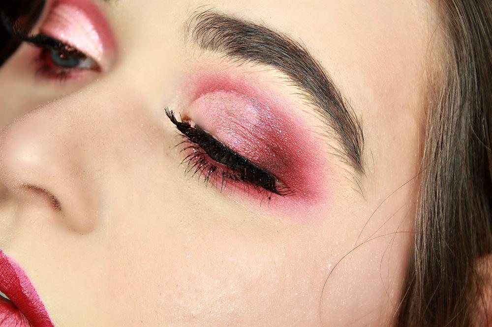 makeup yeux rouge et rose